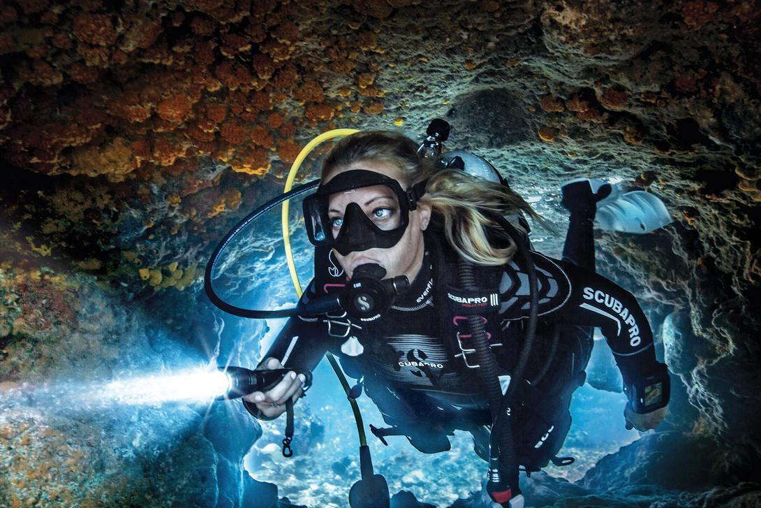 csm-female-diver-with-torch-a28af2376d-r8.jpg